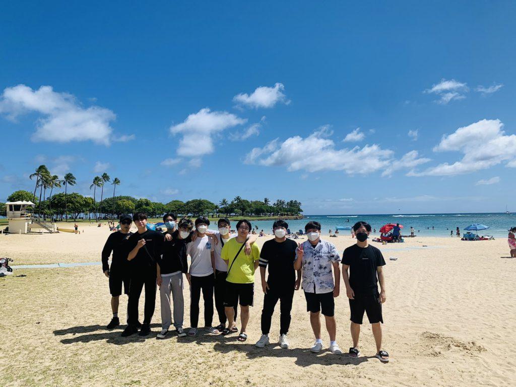 Dallas Fuel players on beach.