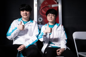 Bizarre double role swap by DWG KIA actually pays off against Afreeca Freecs
